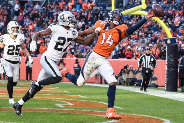NFL WEEK 17 Ð OAKLAND RAIDERS VS. DENVER BRONCOS